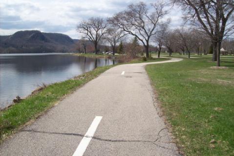 Trail Around Winona's West Lake
